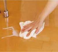 ワックスがけは以後一切不要、水拭きなど簡単なお掃除だけ。